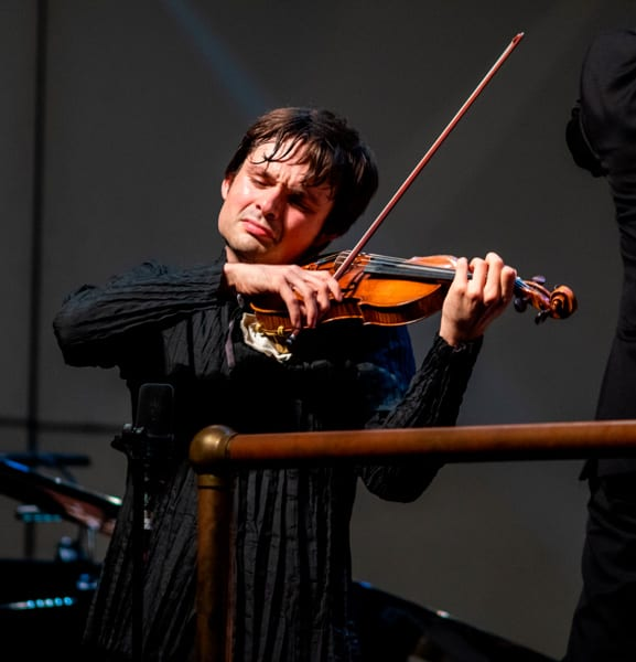 """Spanish-born violinist Francisco Fullana, winner of the 2018 Avery Fisher Career Grant, has been hailed as a """"rising star"""" (BBC Music Magazine), an """"amazing talent"""" (conductor Gustavo Dudamel) and """"frighteningly awesome"""" (Buffalo News). His Carnegie Hall recital debut was noted for its """"joy and playfulness in collaboration ... it was perfection"""" (New York Concert Review)."""